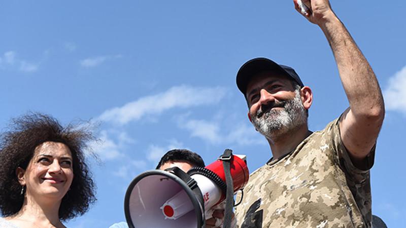 В Армении от правящей партии потребовали «единогласной капитуляции»