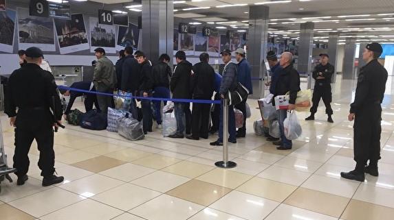Узбеков из Петербурга высылают «пачками»