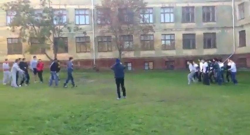 Ташкентские школьники устроили массовую драку