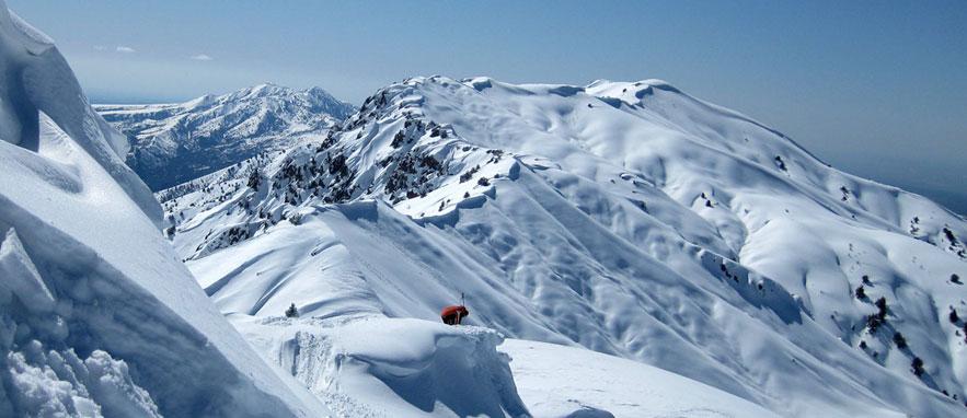 Сноубордистов накрыло лавиной в горах под Ташкентом