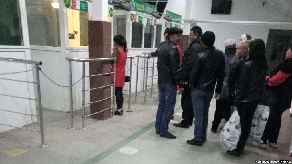 Границу с Киргизией ежедневно пересекают более 30 тысяч человек