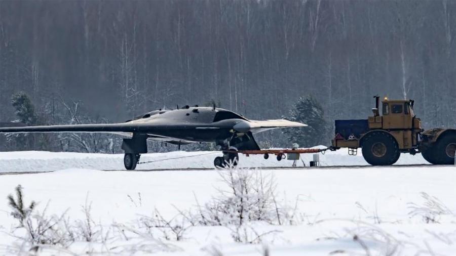Россия показала тяжелый беспилотник «Охотник»