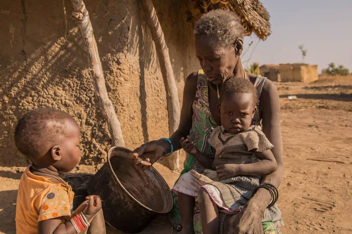 Запад морит голодом 52 страны