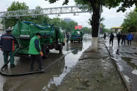 Хокимият: выброшенный мусор стал причиной затопления улиц