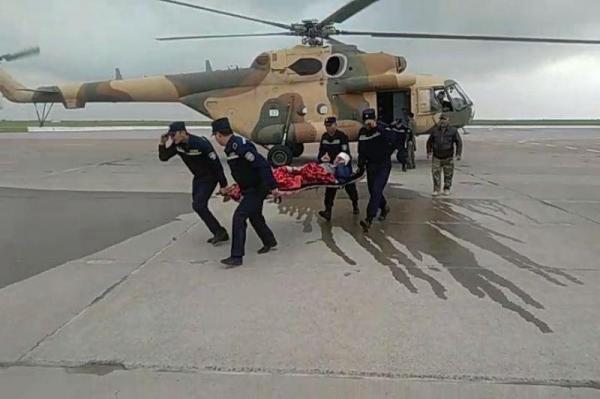 Кашкадарьинского тракториста доставили на вертолете