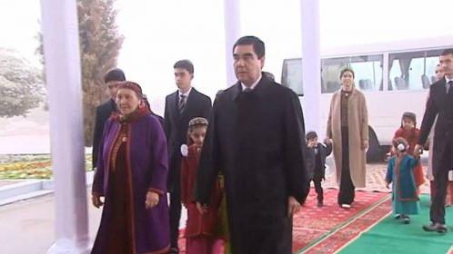 Врачи из Турции вылетели к матери президента