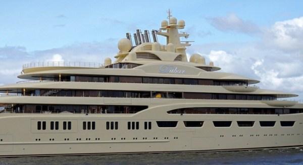 Forbes: яхта Алишера Усманова пришвартовалась в Италии
