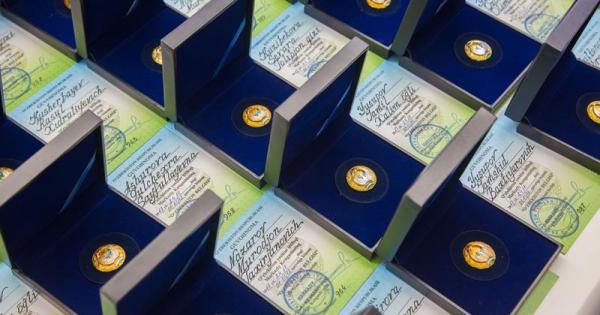 28 узбекских парней получили госпремию «Мард ўғлон»
