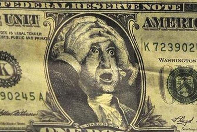 Доллар скакнул за 9000 сумов