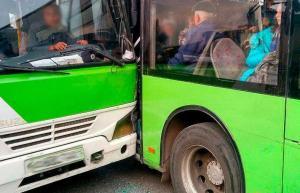 Два пассажирских автобуса столкнулись в Сергели