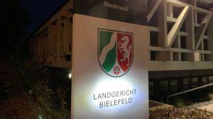 Девятерых насильников школьницы оправдали в Германии