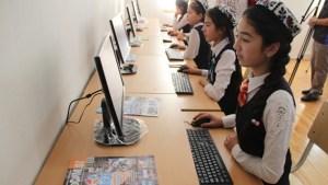 Узбекских школьников опрашивают о коррупции