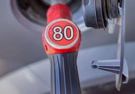 Бензин АИ-80 подешевел до 4000 сумов на заправках в Узбекистане