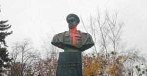 Памятник маршалу Жукову осквернили в Харькове