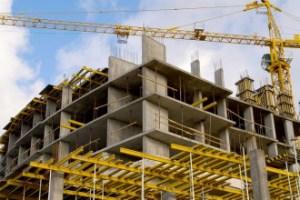 Более 2,5 млрд сумов расхитили на строительстве многоэтажек в Сырдарьинской области