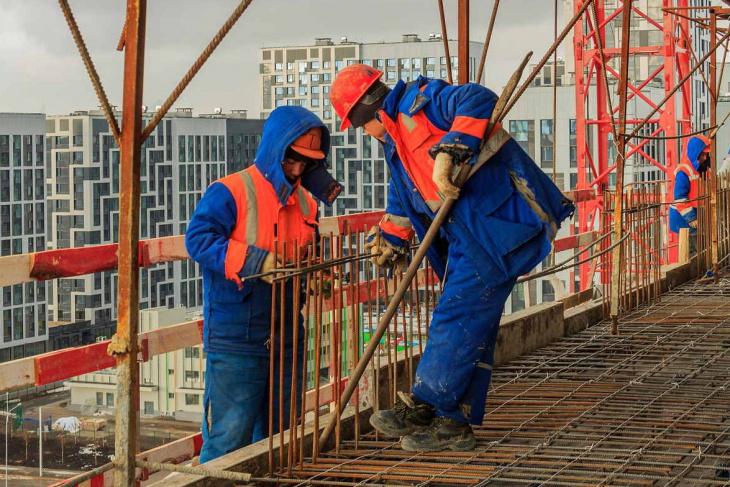 Россия завезет узбекских строителей «вне очереди»