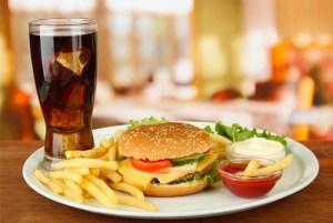 Диетологи указали на опасные продукты и напитки для печени
