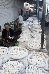 Два мешка курта стащили на рынке в Ташкенте