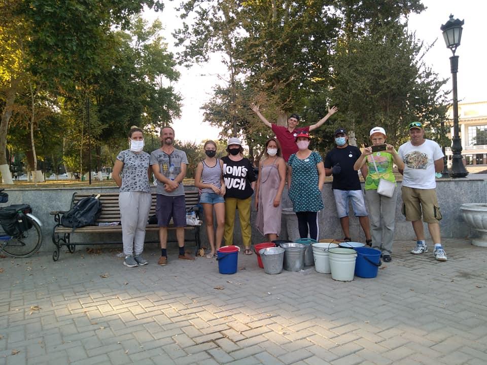 Волонтеры спасают Пушкинскую аллею в Ташкенте