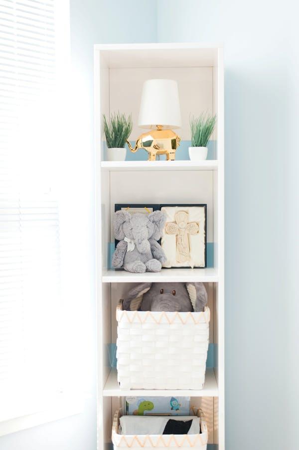 nichos brancos quarto de bebe