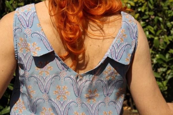 Comoda blusa in tessuto 100% seta di colore cielo di Londracon fantasia liberty