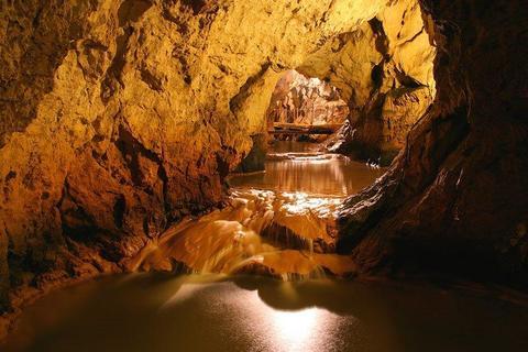 Литературную премию вручают в самой живописной словенской пещере Виленице