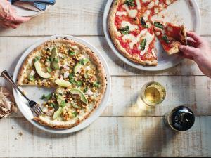 """Фото со страницы пиццерий Famoso в """"Фейсбуке"""""""