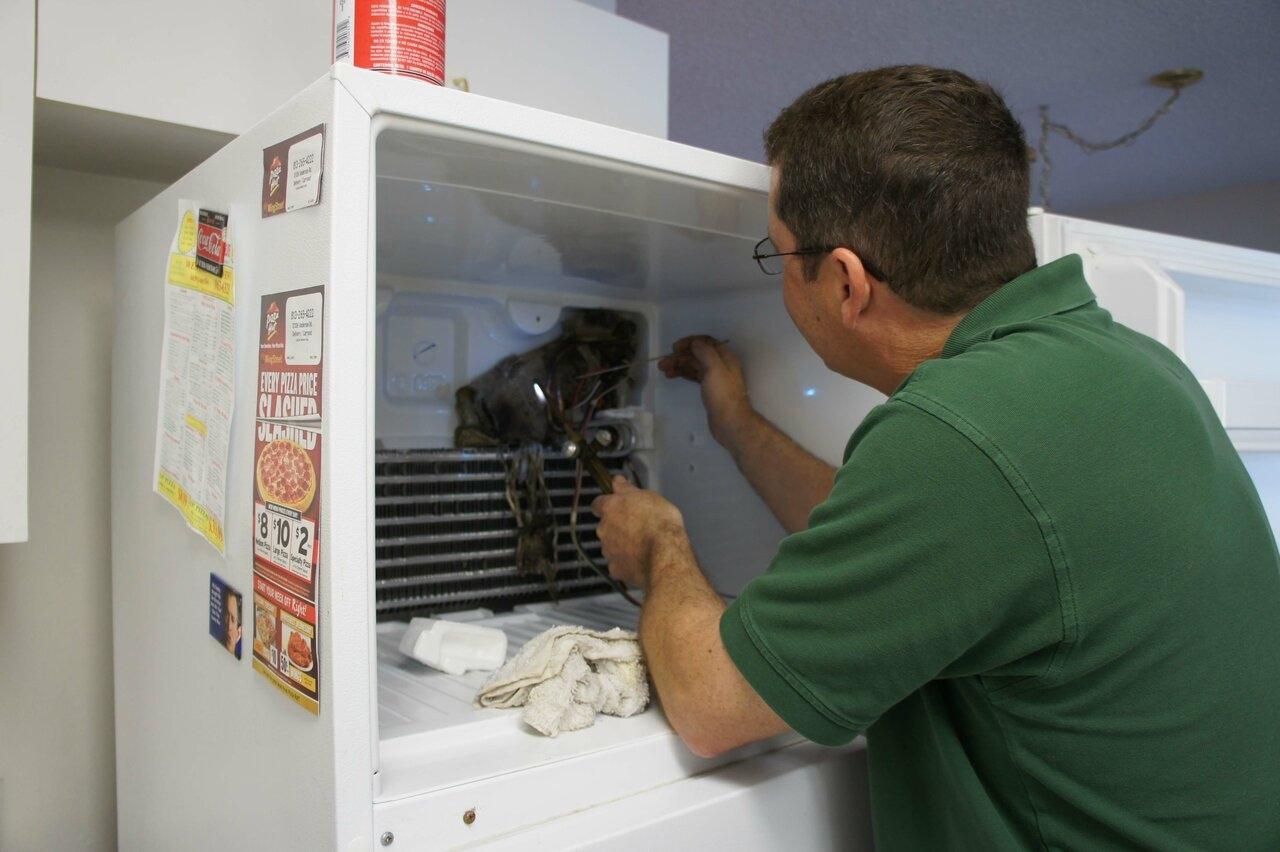 Vad ska man göra när du klickar på kylskåpet
