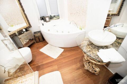 bathtube and sink