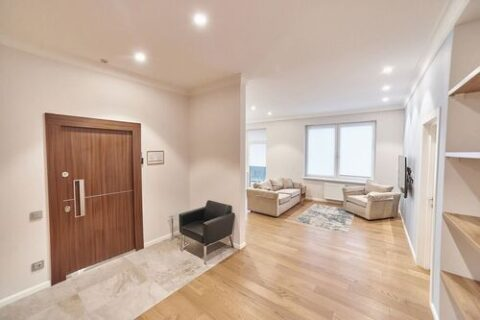 spacious entrance in apartment