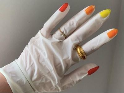 Кольцо на резиновой перчатке