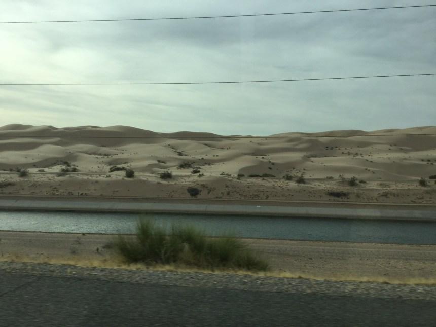 Пустыня с барханами