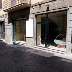 Viterbo Centro Locale commerciale 250 mq 3 vetrine,canna fumaria