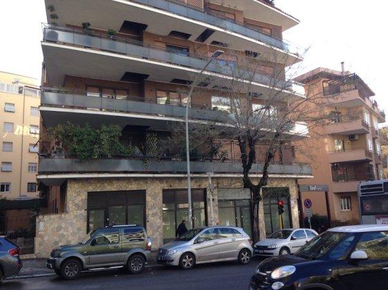 AFFITTO NEGOZIO LARGO FORANO ROMA-26