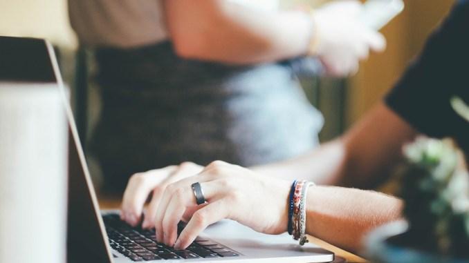 работа офис Снимка: pixabay.com