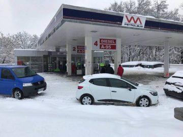 Спецполицаи атакуваха бензиностанция на Марешки