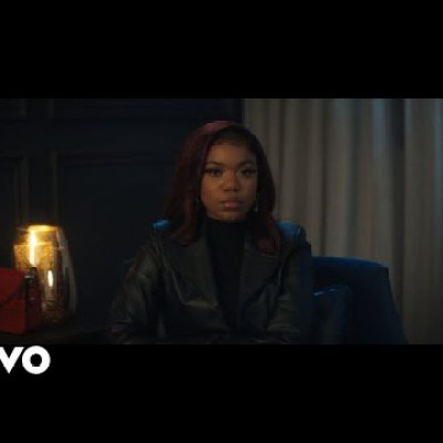 Elaine – Risky mp4 download.  Elaine released another new Video titled Risky and you can download the mp4 track for free & fast on Vevohitsongs.