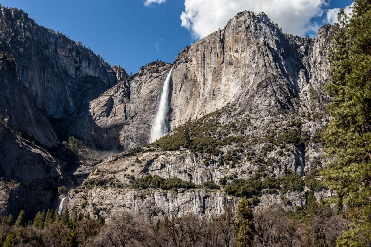 7 Tips to Help You Hike Upper Yosemite Falls - Yosemite National Park #vezzaniphotography