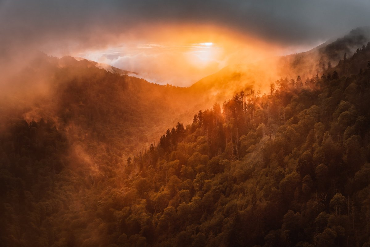 Best Photo Spots Great Smoky Mountains National park - Morton's Gap Overlook at Sunset photo credit @zack_knudsen #vezzaniphotography