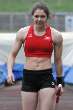 Anne Berger Stabhoch