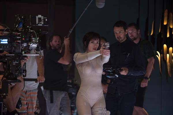 Director Rupert Sanders and Scarlett Johansson on the set of Ghost in the Shell.