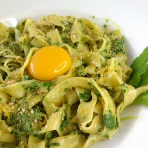 Fettuccine in vegan spinach cream sauce