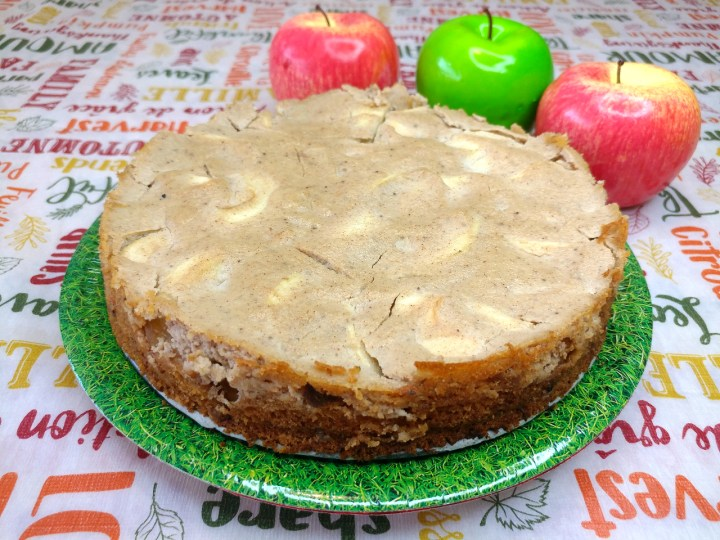 Apple cake with vegan sour cream coating recipe