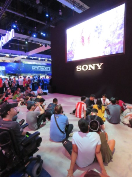 E3-2017-Show-Floor-Playstation-5