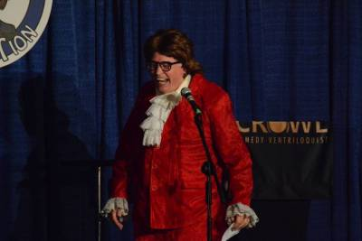 Jim Barber as Austin Powers emceeing the Super Thursday Show