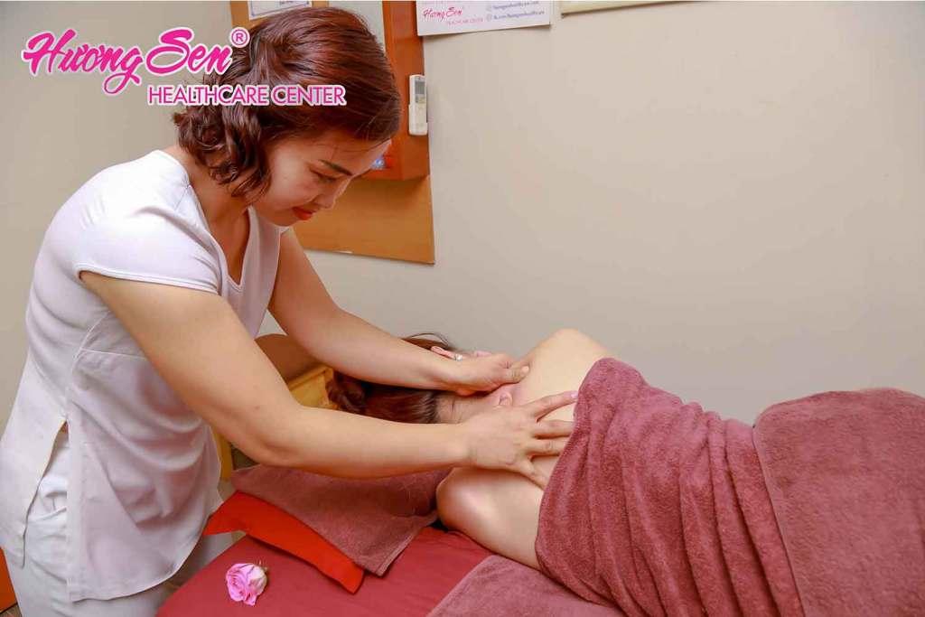 Massage trị đau cổ vai gáy
