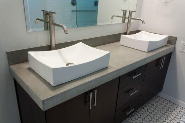 Kệ lavabo bằng bê tông nhẹ ngăn cách giữa tủ và bồn rửa mặt phía trên