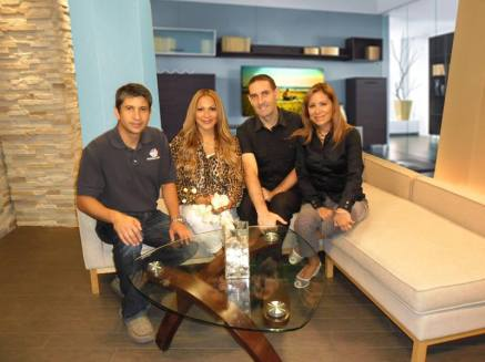 Con el equipo de Now What TV: Julian, Nebai y Martha