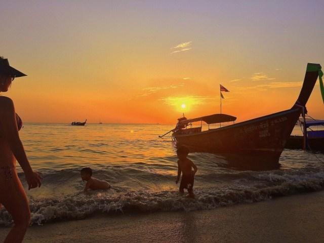 Por do sol em Aonang