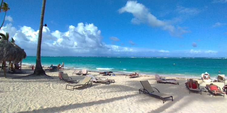 Praia em frente ao Hotel TRS Turquesa